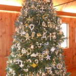 Decorating-Tree-for-Steve-5